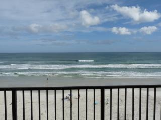 REAL Direct Oceanfront 5th Floor Unit w/ Spectacular Balcony View - Dog Friendly, Daytona Beach