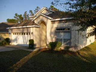 Luxury Villa with Private Pool, Spa & Games room!, Davenport