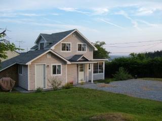 Minutes from Popham Beach - Cozy Maine Coast Cottage