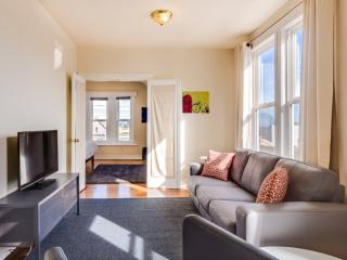 Gorgeous 2 Bedroom 1 Bath Bernal Heights Apartment, San Francisco