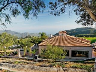 Georgeous Spanish Style Home 8 minutes from Beach, Malibu
