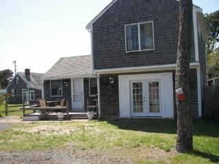 60 steps to BEACH - CAPE COD COTTAGE SLEEPS 6, Dennis