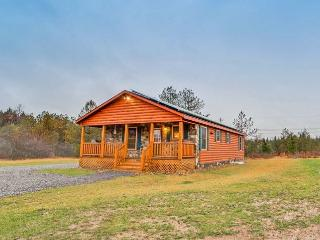 Lovely Newly Built 3BR Benezette Cabin w/Wifi, Indoor/Outdoor Fireplaces