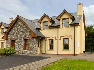 KENMARE BAY COTTAGE, semi-detached, open fire, en-suite, views of Kenmare Bay