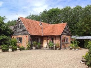 THE BYRE  character property, woodburner, near walks, pub nearby in Lavenham