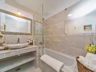 Stunning luxury villa for 15 people, Orasac