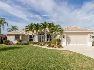 New Listing-beautifully remodeled 2,600 sq.ft., Cape Coral
