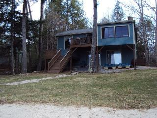 Winnipesaukee waterfront with 4 bed in Moultonboro