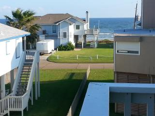2 min walk to the BEACH; Ocean views from balconies; at Jamaica Beach, Texas