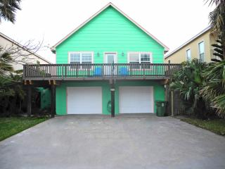 Sleeps 15- Walk to Beach & Pool- Newly Renovated!, South Padre Island