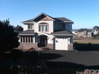 Beach Castle Home with Super Ocean View H.Tub Wifi, Lincoln City