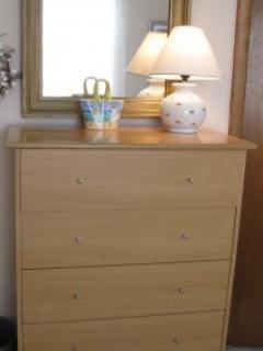 2nd bR dresser