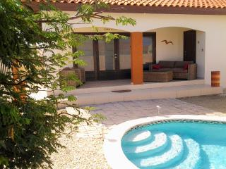 Casa En Las Rocas --- New Eagle Beach Villa, Palm - Eagle Beach