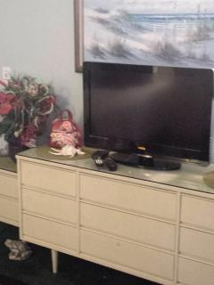 32' Flat Screen TV in Front Bedroom w/ Cable