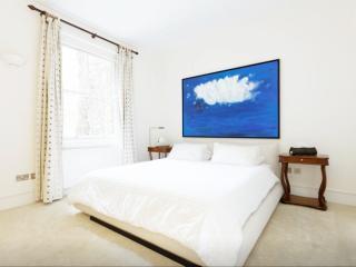 Ensuite Bedroom + Private Bathroom in Kensington!, London