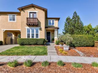 Idyllic 4BR Windsor Home in the Heart of Wine Country w/Wifi, Large Furnished Patio & Convenient Location - Easy Access to Healdsburg, Russian River, Lake Sonoma, Parks, Golf & Much More!