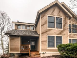 Special Summer Weekly Rates! Spacious & Peaceful 3BR Tannersville Townhome w/Wifi, Large Basement & Breathtaking Pocono Views - Located Directly on Camelback Resort!