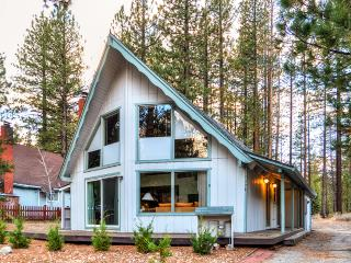 3BR +Loft South Lake Tahoe Cabin w/ Deck&Gas Grill
