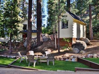 3BR Big Bear Cabin w/Private Hot Tub, Sauna, & Great Big Yard w/ Fire Pit and Grill - Close to premier Mountain Biking!, Fawnskin
