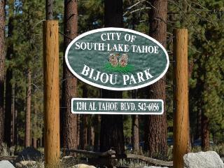 3BR+Loft S. Lake Tahoe Cabin w/ Deck & Gas Grill!