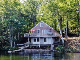 Pristine 2BR E Wakefield Waterfront Cottage