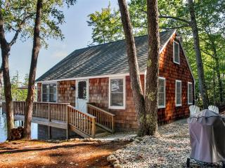 Pristine 2BR E Wakefield Cottage on Waterfront!