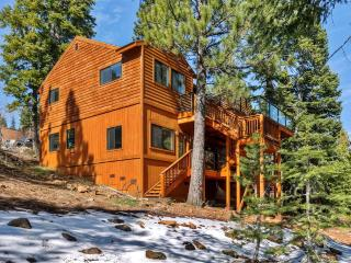 Pristine 4BR Truckee Home w/Private Sauna, Wifi, Game Room & 2 Decks - Close to