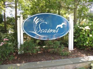 The Seasons Community Entrance