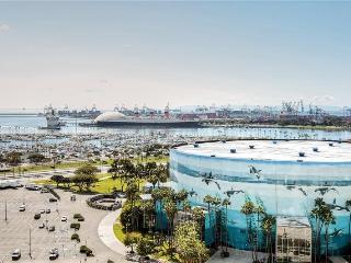 Amazing 2BR Long Beach Apartment w/Wifi, Private Balcony & Gorgeous Pacific Ocean Views - Walking Distance to the Beach, Aquarium, Restaurants & More!