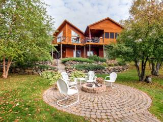 Immaculate 3BR Waterfront Rice Lake House w/Wifi, DCS Gas Grill, Fire Pit & Breathtaking Lake Views - Private Dock Available! Astounding Fishing, Hiking & Boating