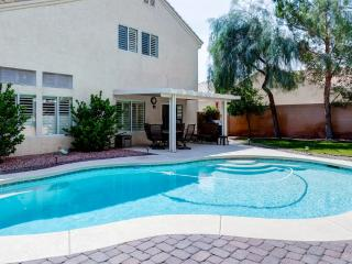 3BR Henderson House w/Swimming Pool & Gas Grill