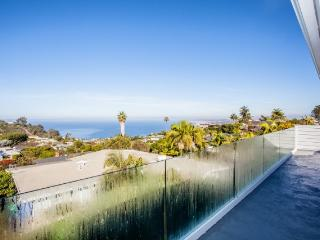 Alluring 5BR La Jolla House w/Fireplace, Wifi & Unobstructed Ocean Views - 1 Mile from the Beach, Close to Seaworld, Golf Courses & More!