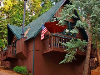 Lofted 2BR Lake Arrowhead Cabin, Private Location!