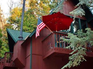 Lofted 2BR Lake Arrowhead Cabin, Private Location!