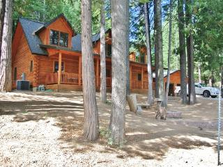 Cozy 3BR Shaver Lake Cabin w/Cable TV & Fire Pit - Situated in a Quiet Gated Community, Just 5 Miles from the Lake!