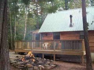 CUPID'S COVE Romantic Log Cabin Getaway, Tellico Plains