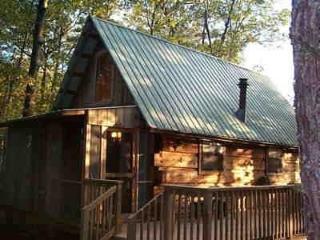 CUPID'S COVE Romantic Log Cabin Getaway