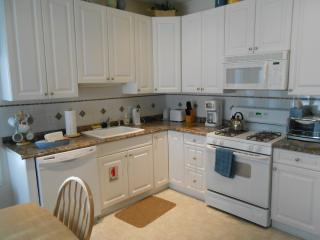 3B 2B Condo with Heated POOL near Beach, North Wildwood