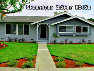 Affordable Luxury House Just Steps To Disneyland!, Anaheim