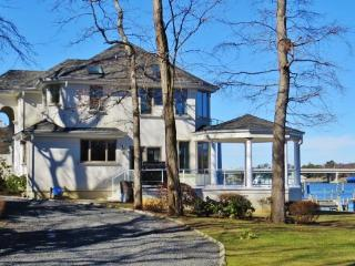 Spacious 7BR Point Pleasant House on the Manasquan River w/Expansive Views - Perfect for Large Family Gatherings!