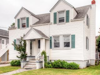 New Listing! Quaint 3BR Beach Haven Apartment w/Wifi, Gas Grill & Expansive Porch - Prime Location, Only 300 Feet from the Bay & 3 Blocks to the Beach!