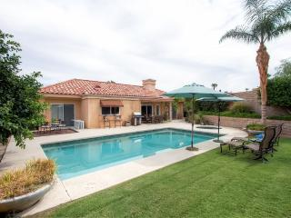 Pristine 3BR Palm Desert House w/Private Pool, Hot Tub & High End Kitchen - Located in a Gated Community, Near Restaurants, Shopping, Hiking & More!