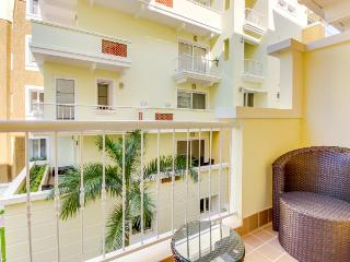 Resort condo w/free golf, pool, pet-friendly, Panama City