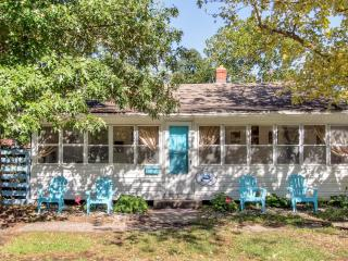 Family Oriented! 'The Blue Crab Cottage' Endearingly Vintage 3BR Colonial Beach Home w/Wifi, Large Sun Porch & Secure Fenced Yard - Very Dog Friendly! Just 2 Blocks to the Beach & 4 Blocks to Downtown Restaurants, Shops & Casinos