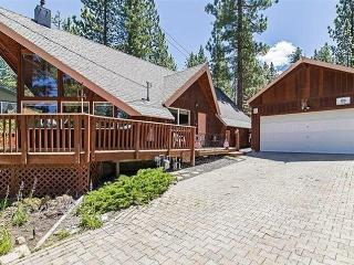 Quiet 3BR + Loft South Lake Tahoe House w/Wifi & Gas Fireplace - Nestled Against National Forest, Just 7 Minutes from Heavenly & Downtown Attractions!