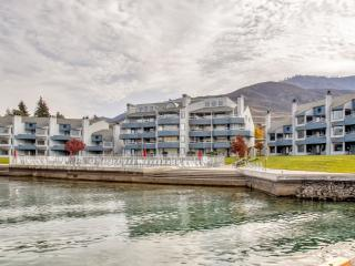 New Listing! Immaculate 4BR Chelan Penthouse Condo w/Wifi, Kayaks, Paddleboats & Entertainment Room - Unbeatable Lake & Mountain Views! Access to Community Pool, Hot Tub & So Much More!