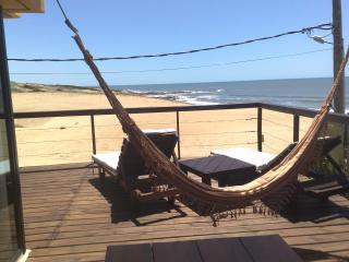 LOBOS DE MAR , Hermosa casa frente al mar,  a metros de la Playa