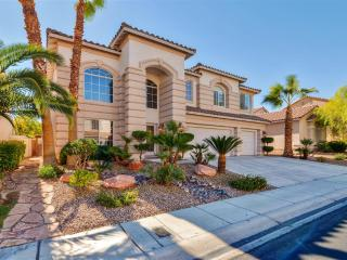 Enthralling 6BR Las Vegas Home w/Private In-Ground Pool, Backyard Paradise & Beautiful Views of Mount Charleston - Close to Amazing Golf Courses, Shopping & Dining!, North Las Vegas