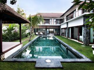 Amazing Villa Seroja - spacious 3 bedroom luxury, Seminyak
