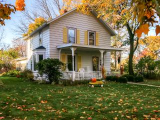 Inviting, Historic 2BR Green Bay House in DePere w/Wifi - Only 4 Miles from Lambeau Field & Walking Distance to Local Attractions!, De Pere